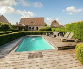 Boutique Holiday Home with Swimming Pool in Aartrijke