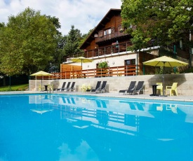 Lovely Bungalow in Waulsort with Swimming Pool